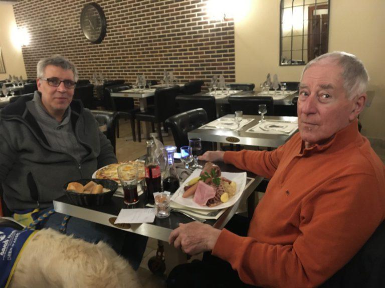 7. Tag Thomas und Dennis essen